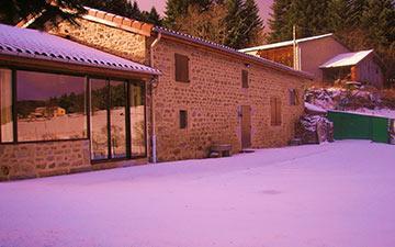 vue-exterieure-gite-neige.jpg